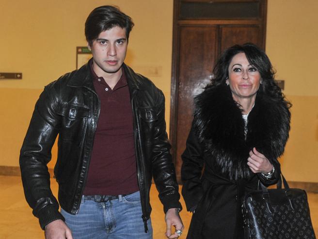 Diffamazione, Niccolò Bettarini a processo: lo accusa la sua ex legale