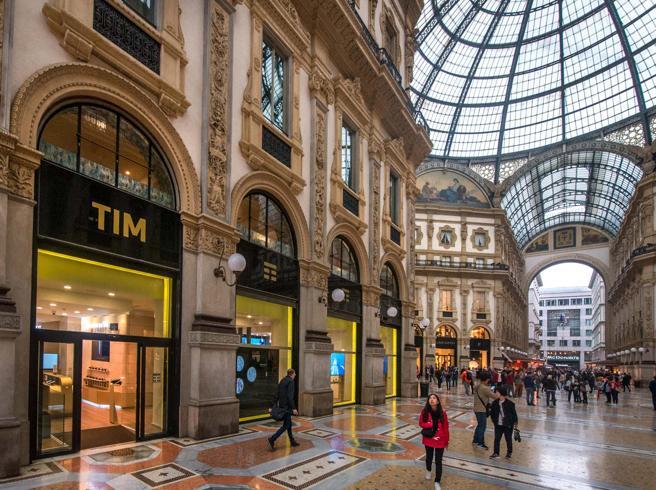 Milano, asta record in Galleria per l'affitto dell'ex Tim: si parte da 670 mila euro, rialzi ogni 3 minuti
