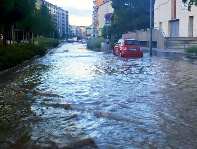 Nubifragio su Milano, strade allagate e cinque scuole chiuse