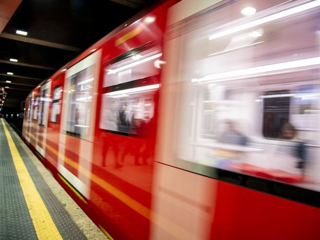 Milano, brusca frenata del metrò linea 1 a Bisceglie:  11 passeggeri contusi