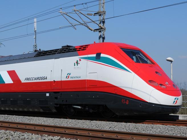 Treno deragliato a Lodi: morti due macchinisti, decine i feriti. Si indaga su uno scambio «morsettato»