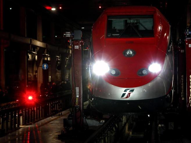 Treno Frecciarossa deraglia a Lodi: morto il macchinista, un disperso, 30 feriti