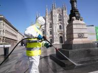 La sanificazione di piazza Duomo contro il coronavirus