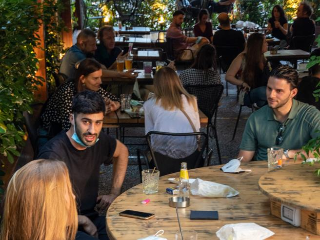 Happy hour distanziato: la movida «alternativa» tra Nolo e via Savona