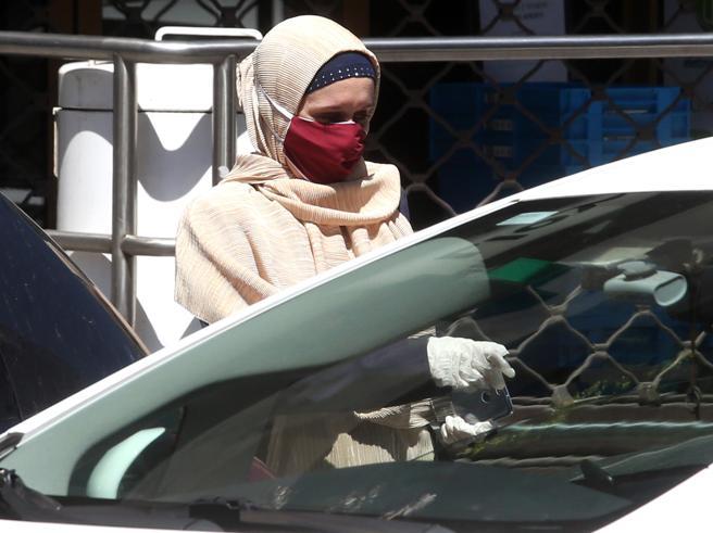 Silvia Romano ha finito la quarantena: prima uscita con la madre