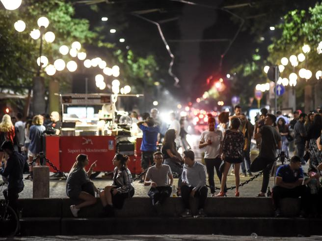 Milano, maxi rissa nella notte in pieno centro: grave 24enne
