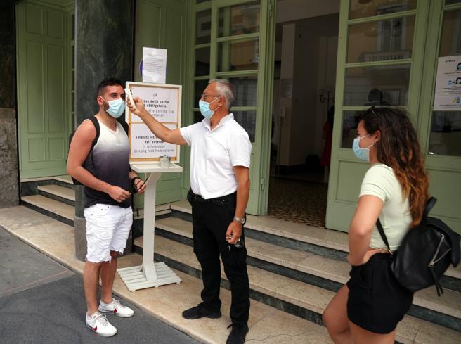 In  Lombardia   terapia intensiva sotto quota 100: a  Milano città  17 nuovi contagi