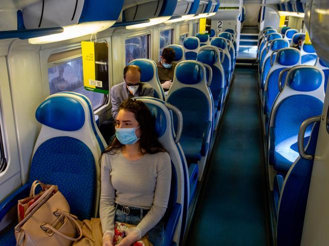 Trenord sperimenta la prenotazione della corsa su alcuni treni più affollati