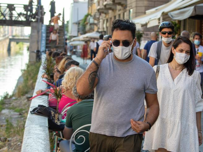 In Lombardia via l'obbligo di  mascherina all'apertoLe mis