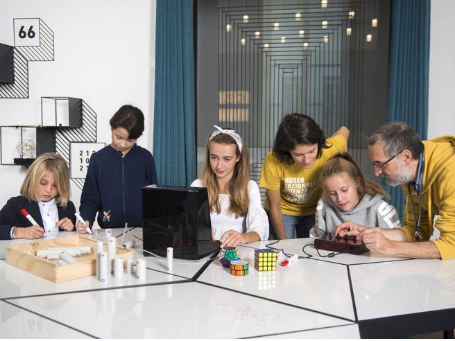 Studenti in aula al Museo della Scienza: «Un modello educativo oltre gli spazi»