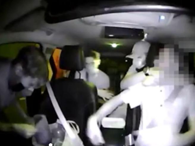 Rapine ai tassisti: fermati due uomini, stavano scappando in treno«Ti ammazzo»: il video