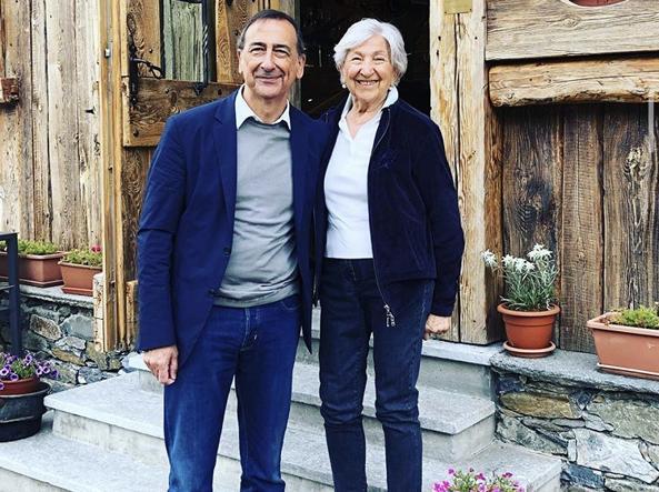 Un'altra foto insieme alla mamma Stefania tratta dall'account Instagram di Beppe Sala