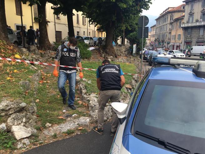 Como, ucciso con una coltellata don Roberto Malgesini, il «prete degli ultimi»