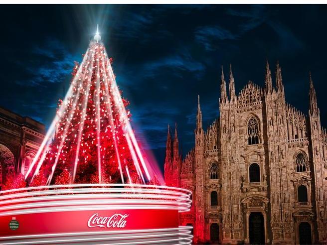 Il Natale diverso di Milano  con tanti «senza»: tra alberi, luminarie,  vaccini. E  il sogno del pattinaggio