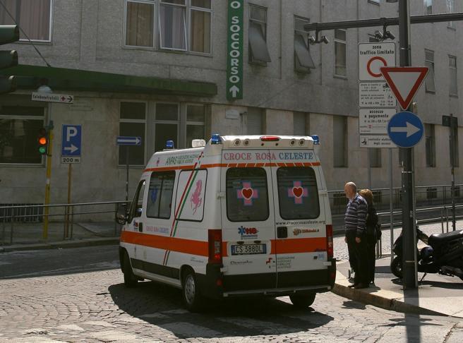Clochard investito e ucciso  da  camion dei rifiuti: indagati    due autisti Amsa