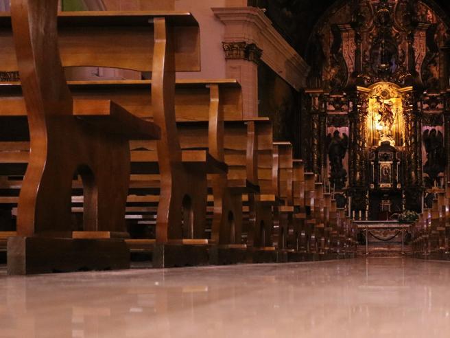 Busto Arsizio, ruba borsetta in chiesa: zuffa tra donne, arrestata  per rapina impropria