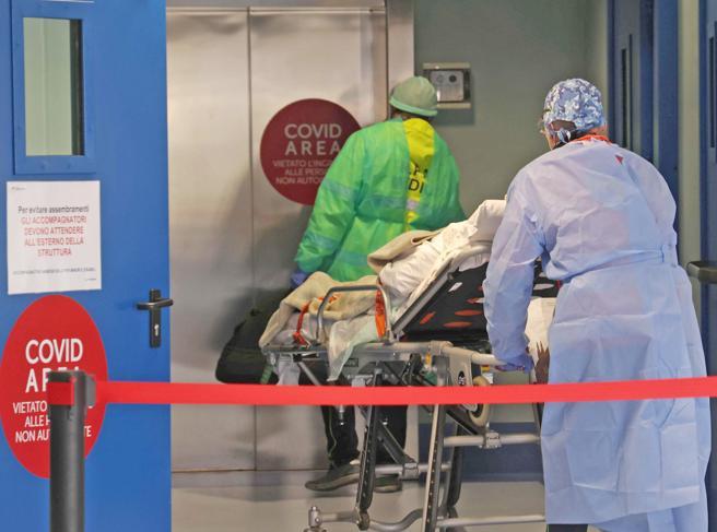 Lombardia, ospedali sotto stress: «Picco di ricoveri ad aprile»