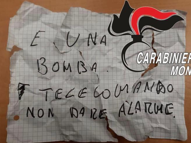 Cesano Maderno, tenta rapina a Compro oro: la commessa, moglie di un carabiniere, lo blocca