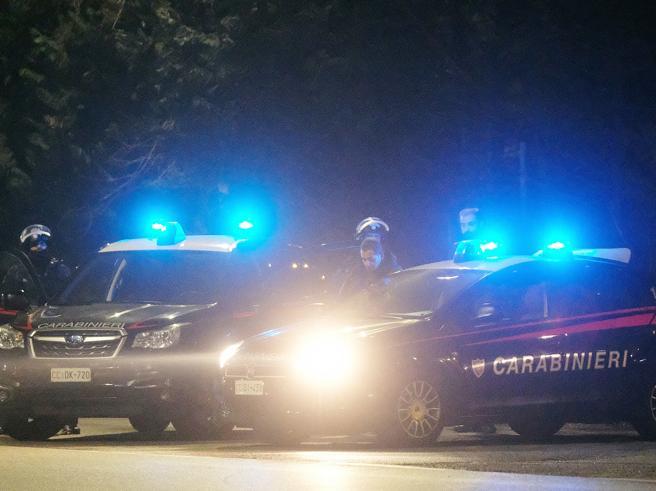 Droga, maxi operazione contro narcos e spacciatori: 37 arresti. A Milano l'epicentro in piazza Prealpi