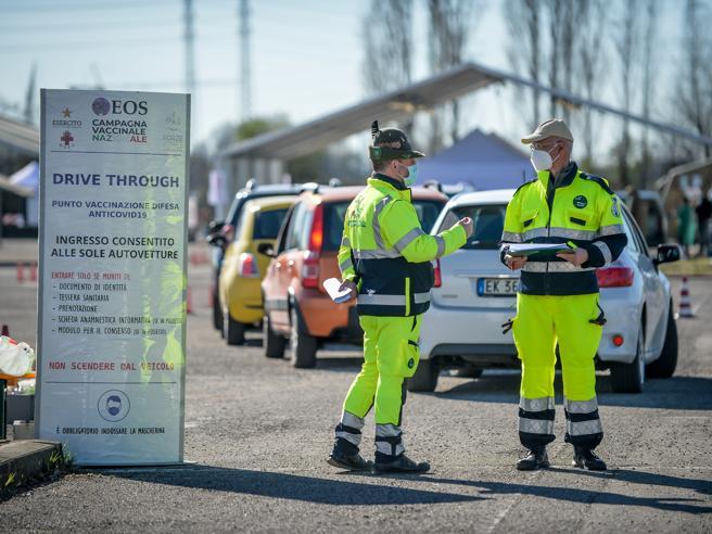 Tamponi Covid, dove farli a Milano? La mappa e le nuove regole per i rientri dall'estero