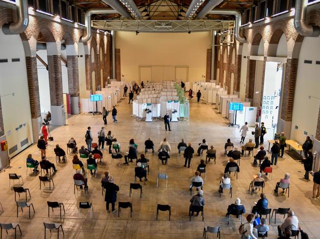 Vaccini Covid, over 50: da lunedì 10 maggio aperte le prenotazioni in Lombardia