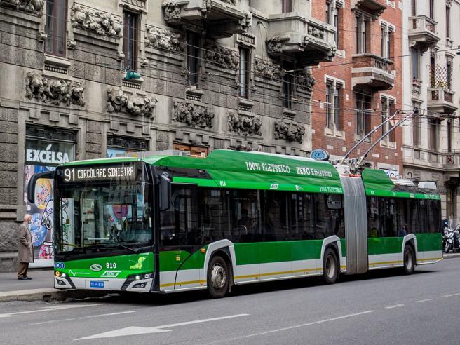 Milano, Atm sperimenta il «filobus intelligente» sulla 90/91: in futuro viaggi senza pilota