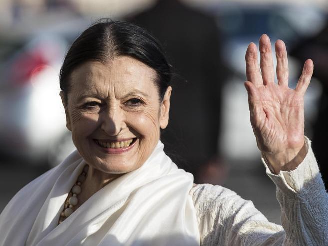 Morta Carla Fracci, Milano piange «la stella delle stelle». La camera ardente domani nel foyer della «sua» Scala