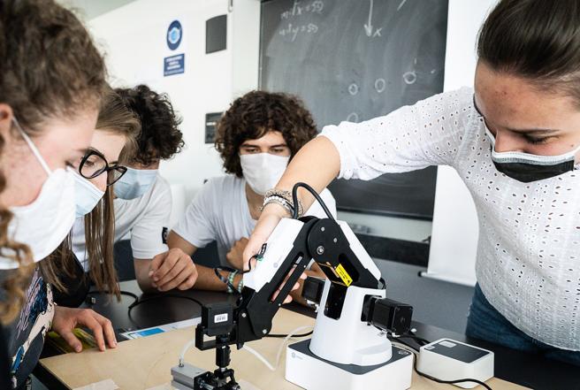 Università Milano, robot, dna e filosofia: i liceali entrano nei campus. E le richieste doppiano i posti