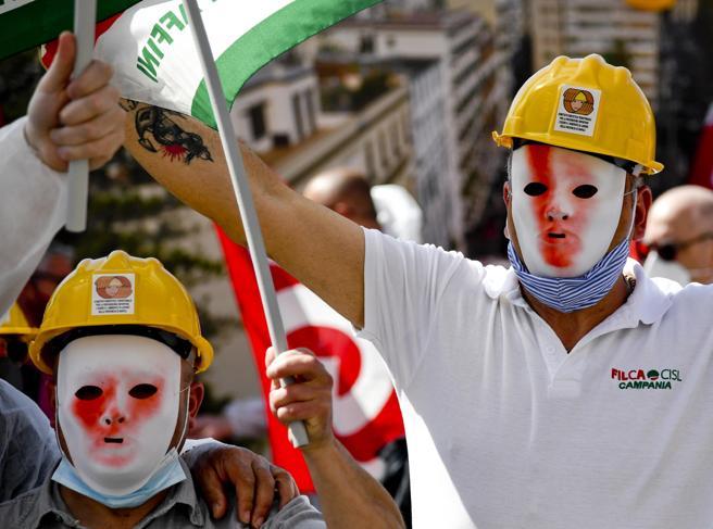 Blocco licenziamenti, stop a luglio: 40 mila posti di lavoro a rischio a Milano e 120 mila in Lombardia