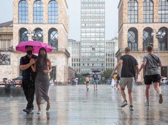 Meteo Milano, forti temporali in tutta la città: monitoraggio dei fiumi