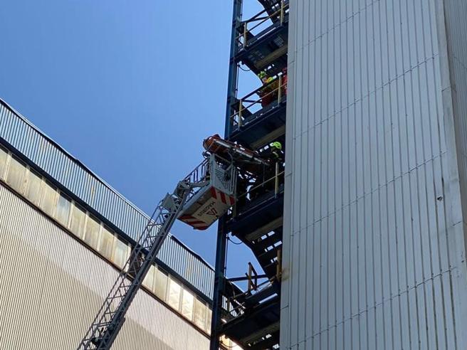 Turbigo, precipitano da 6 metri: feriti due operai di una centrale termica