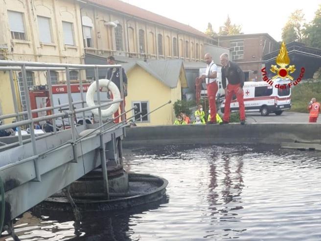 Castellanza, 14enne muore dopo essere caduto in una vasca di depurazione: «Voleva recuperare il pallone»