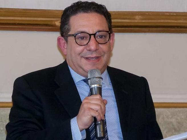 Renato Crotti arrestato per prostituzione minorile e pedopornografia. Su Facebook era «Federica Banardi»