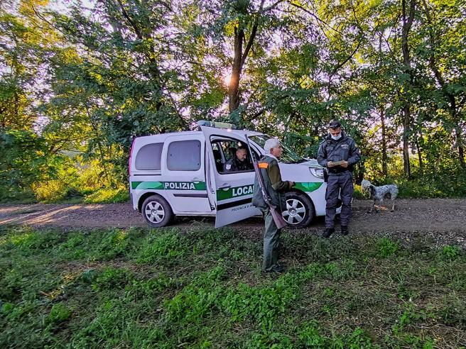 Aperta la caccia: una giornata con gli agenti che combattono i bracconieri intorno a Milano