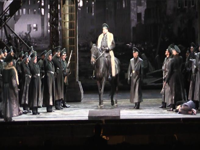La Scala, dall'Inno di Mameli all'arrivo in scena del cavallo: ecco le prime immagini di Attila