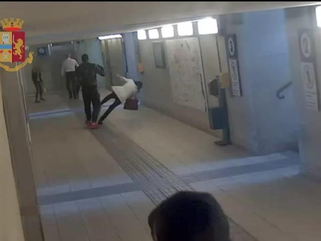 Lecco |  senza motivo picchia due donne nel sottopasso della stazione |  arrestato Video