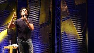 «Baz» in «La verità rende single»,  in scena a Milano dal 20 gennaio