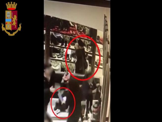 La giovane turista borseggiata in meno di 20 secondi: ecco il video