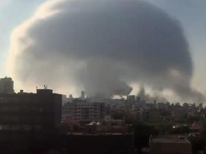 Libano,  enorme esplosione a Beirut. Almeno 78 morti e 3.700  feriti: «Una catastrofe, i responsabili pagheranno»