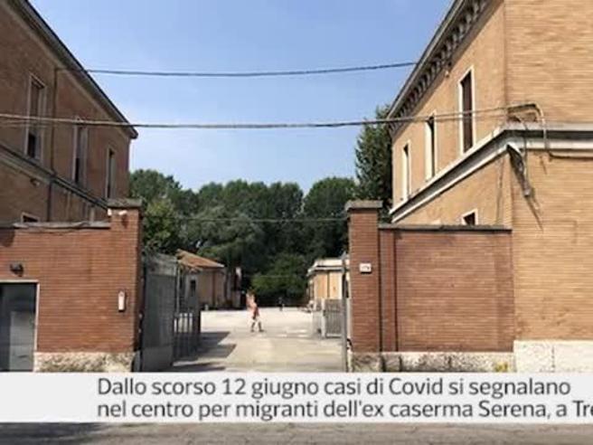 Treviso, nel centro d'accoglienza pieno di contagiati: «Senza mascherine, non ci hanno mai separati, vi prego aiutateci»