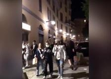 Milano, bottiglie contro la polizia e folla: la movida ignora il coprifuoco