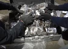 Le valigie nascoste nella cassa del mangime: hashish per un milione di euro