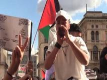 Milano, migliaia in Duomo per la manifestazione pro-Palestina: tensione con la polizia