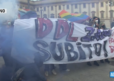 Tensione a Milano alla manifestazione contro il Ddl Zan, scontri tra polizia e giovani pro-Ddl