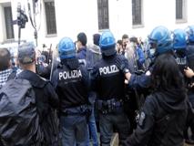 Milano Duomo, presidio contro il Ddl Zan: tensioni tra la polizia e i contestatori