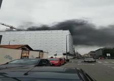 Milano, incendio in zona Turro: fiamme nell'impianto Sirti
