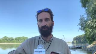 Alex Bellini con la zattera sul fiume Po: «Fiumi puliti per un mare non inquinato»
