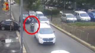 Milano, bloccano auto per rapinare orologio di lusso: arrestati grazie al Gps