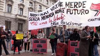 Lobby nera, a Milano il presidio per chiedere le dimissioni dei consiglieri coinvolti
