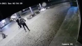 Spaccano tutto in strada: la notte brava dei vandali a Cologno Monzese